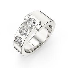 La bague Camille sertie par 3 diamants est par son asymétrie un modèle moderne et original. [2 380,00 €]