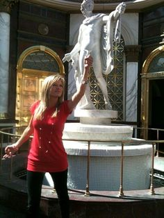 The Perfect Statue Recreation On Vacation In This Picture: Photo of girl in front of statue