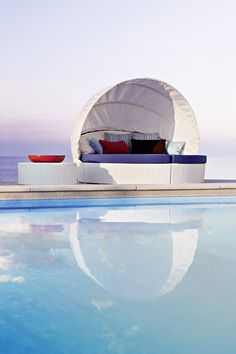 Arena semicircular sofa w/capote Collection with aluminium frame and hand woven man-made fibre. #pool #beach #terrace #sun #relax #porch #circle #contractfurniture #contract #outdoor #outdoorfurniture #Rattanfurniture #PatioFurniture #WickerFurniture #OutdoorFurniture