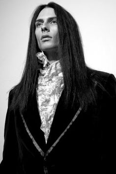 luv the vampire look Gothic Men, Gothic Vampire, Gothic Rock, Dark Gothic, Victorian Gothic, Gothic Lolita, Dark Beauty, Gothic Beauty, Dark Fashion
