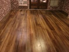 Stained concrete looks like wood Concrete Wood Floor, Wood Stamped Concrete, Concrete Basement Floors, Stained Concrete, Hardwood Floors, Concrete Bath, Concrete Staining, Epoxy Floor, Wood Flooring