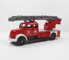 Corgi - Magirus Duetz Fire Engine / Truck - Die-Cast Toy Model (1)