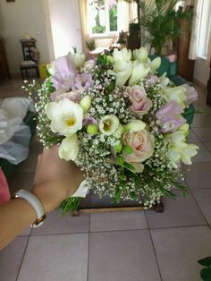 Wedding bouquet - by Moens Flowers