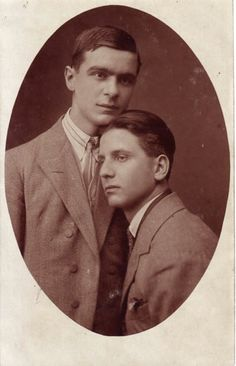 Vintage photographs of gay and lesbian couples and their stories. Vintage Couples, Cute Gay Couples, Vintage Love, Vintage Images, Vintage Men, Vintage Sailor, Lesbian Couples, Lgbt History, Gay Art