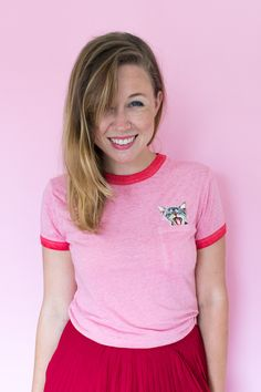 Make this cute DIY peekaboo patch t-shirt with a variety of patches to make an animal appear to pop out of the pocked of any t-shirt! Cat Patch, Flowy Skirt, Cute Diys, Piece Of Clothing, Easy Projects, Refashion, Perfect Match, Red And Pink