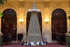 De Ladurée macaron kerstboom in het  InterContinental Paris Le Grand