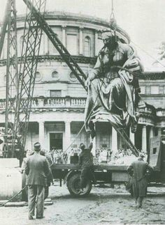 The statue of Queen Victoria being removed from Dublin,Ireland in 1947.She was kept in storage until 1986 when she set sail for Australia.The statue sits outside the Queen Victoria Building in Sydney.A♥W