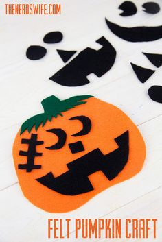 Felt Pumpkin Preschool Craft -- make fun Jack-o-Lantern faces with all the different pieces. A fun way to keep kids busy this Halloween.