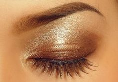 Gold eyeshadow is a great everyday look