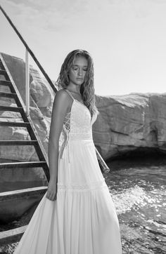 She`s a traveller, she`s a gipsy She`s no singer - She is the song. She belongs to the deepest of all mysteries. Boho Wedding Gown, Boho Bride, Wedding Dresses, Boho Inspiration, Wedding Inspiration, Hippie Stil, French Lace, Elegant, Boho Dress