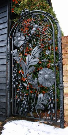 Ornamental gate by Bex Simon ....what a beautiful entrance to a garden!! ❤️