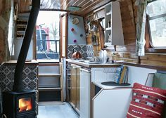 Hire Gloria from Star Narrowboat Holidays and tour the canals of the UK. Narrowboat Holidays, Canal Boat Interior, Sailboat Interior, Canal Barge, Narrowboat Interiors, Houseboat Living, Houseboat Ideas, Boat Lift, Floating House