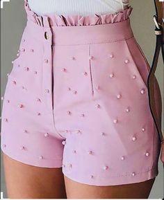 Trend Fashion, Fashion Pants, Fashion Outfits, Classy Fashion, 80s Fashion, Ladies Fashion, Fashion Tips, High Waisted Shorts, Casual Shorts
