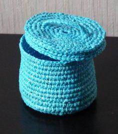 Crochet box from plastic bags reinforced with electrical wire