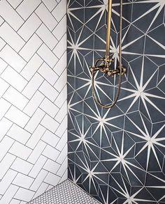 Best Bathroom Tiles, Bathroom Tile Designs, Bathroom Interior Design, Compact Bathroom, Cozy Bathroom, Shower Tiles, Bathroom Trends, Tile Layout, Chic Bathrooms