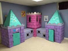 Cardboard box castle, would lobe this for the basement Cardboard Box Castle, Cardboard Houses For Kids, Cardboard Box Crafts, Cardboard Playhouse, Diy Playhouse, Cardboard Box Ideas For Kids, Castle Playhouse, Cardboard Tubes, Cardboard Furniture