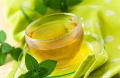 Tees haben viele positive Wirkungen auf unsere Gesundheit und können uns auch beim Abnehmen helfen, Solange wir uns auch gesund und angemessen ernähren. Einige Tees helfen bei der Fettverbrennung, andere wirken harntreibend oder angstlösend.