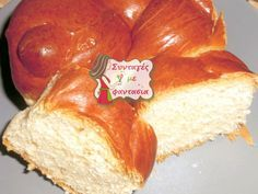 Τσουρέκι Πασχαλινό Ιδιαίτερα γευστικά και αφράτα πασχαλινά τσουρέκια, πολύ νόστιμα και μυρωδάτα!!