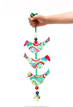 Christmas Craft Ideas: Make a Holiday Bell Tota for your front door! Printable template included.