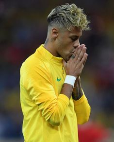 Neymar JR Photos - Neymar Jr of Brazil prior to the 2018 FIFA World Cup Russia group E match between Brazil and Switzerland at Rostov Arena on June 2018 in Rostov-on-Don, Russia. Switzerland: Group E - 2018 FIFA World Cup Russia Brazil Football Team, Neymar Football, Best Football Players, National Football Teams, Soccer Players, Messi Soccer, Nike Soccer, Soccer Cleats, Neymar Vs
