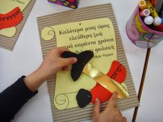 Λουλουδοπαρέα : 25η Μαρτίου !!!! Shape Posters, National Holidays, National Days, Preschool Themes, Spring Activities, Spring Crafts, Diy Cards, Easter Crafts, Diy Crafts For Kids