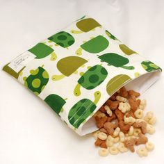 Love these reusable, cloth sandwich bags. Really fun materials, as well.