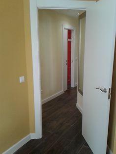 Carpintería interior, puertas lacadas lisas.