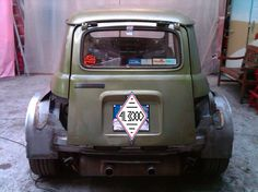 Renault 4 body put on a Renault Clio Mid-engine Renault Nissan, Alpine Renault, Plane Engine, Toyota, Old School Cars, Classy Cars, Car Advertising, Volkswagen Bus, Big Trucks