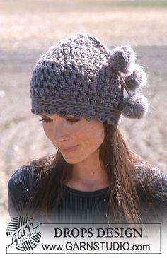 """Gorro DROPS, en ganchillo / crochet, en """"Eskimo"""", con pompones en """"Vienna"""". ~ DROPS Design"""