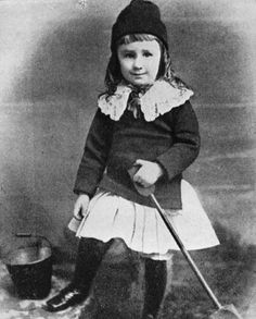 President Franklin D Roosevelt 3 years old 1885 Presidents in Their Young Age Jaden Smith Skirt, Roosevelt Family, Franklin Delano, Presidential History, Gender Stereotypes, Baby Faces, Childhood Photos, American Presidents, Greatest Presidents