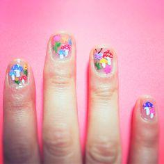 flower+mushroom nails