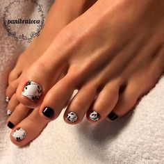 Having short nails is extremely practical. The problem is so many nail art and manicure designs that you'll find online Black Toe Nails, Simple Toe Nails, Cute Toe Nails, Toenail Art Designs, Nail Designs Pictures, Pedicure Nail Art, Toe Nail Art, Manicure Ideas, Gorgeous Nails