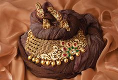 Latest Bridal Jewellery Indian 21 Ideas For 2019 Indian Wedding Jewelry, Bridal Jewelry, Indian Bridal, Wedding Necklaces, Indian Jewellery Design, Jewelry Design, Antique Jewellery, Amrapali Jewellery, Designer Jewellery