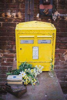 Original wedding urn – Genuine La Poste mail box for rent Source by bigdaybazaar Deco Retro, Wedding Event Planner, Green Wedding, Mailbox, Event Design, Beautiful Day, Wedding Decorations, Wedding Inspiration, Wood