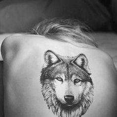 Wolf Tattoo on Back for Women - 55 Wolf Tattoo Designs Girly Tattoos, Body Art Tattoos, Cool Tattoos, Tatoos, Paw Tattoos, Bicep Tattoos, Random Tattoos, Tattoo Thigh, Wrist Tattoos