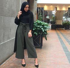 Pantalon carré vert militaire haut noir gilet noir avec manches chaussures noir