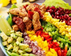En fargerik og sunn kyllingsalat som vil falle i smak hos hele familien. Food Inspiration, Cobb Salad, Healthy Recipes, Healthy Food, Brunch, Food And Drink, Nachos, Breakfast, Mad