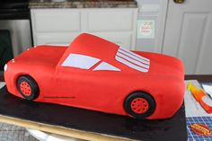 Rayo McQueen Cake paso a paso| Natalia Salazar - Disney Cars Party, Disney Cars Birthday, Lighting Mcqueen Cake, Bussines Ideas, Mc Queen, Cakes, Projects, Car Cakes, Cakes With Fondant