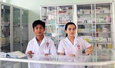 Buổi thực hành bán thuốc của lớp trung cap y - 02