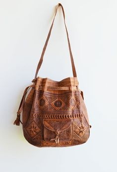 I like the details in these bag if it was vegan leather i would buy it..... leather bag