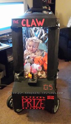 Homemade Baby Stuck in an Arcade Game Stroller Costume, Diy Abschnitt, Stroller Halloween Costumes, Stroller Costume, Baby Girl Halloween Costumes, Baby First Halloween, Halloween Costume Contest, Halloween Kids, Costume Ideas, Halloween Tricks, Coolest Halloween Costumes