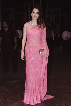 Lace saree - Kangana Ranaut looking deadly gorgeous in this pink saree sareeindianwearpinksares Trendy Sarees, Stylish Sarees, Fancy Sarees, Party Wear Sarees, Simple Sarees, Chiffon Saree, Lace Saree, Pink Saree, Bollywood Designer Sarees