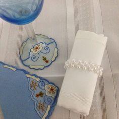 Porta guardanapo de perola Napkins, Tableware, Party Things, Personalized Party Favors, Diversity, Craft, Ideas, Brides, Needlepoint