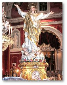 Such a beautiful statue of our Mother