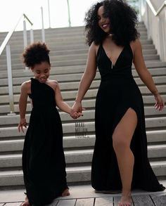 Daughters are simply the best! They are mini yous you can play dress up with. Mother daughter outfits are just gorgeous when they match. Mother Daughter Outfits, Mommy And Me Outfits, Mom Daughter, Mother Daughter Photos, Mother Daughters, Outfits Madre E Hija, My Black Is Beautiful, Beautiful People, Curly Hair Styles