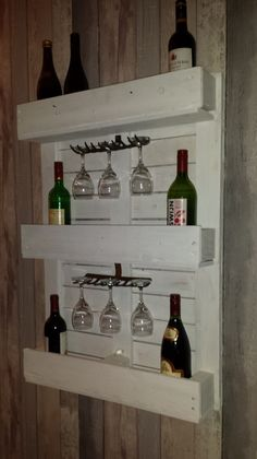 leuk wijnrek van een pallet.wijnglazen hangen dmv een hark...hoe leuk is dat?