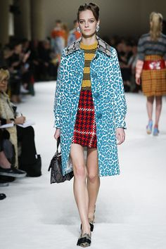 c8eb8fb7774 Clashing never looked so good. Miu Miu Fall 2015 Manteau Leopard