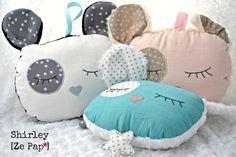 Les doudous à berceuse pour endormir bébé ... Sewing Toys, Baby Sewing, Sewing Crafts, Sewing Projects, Diy Pillows, Decorative Pillows, Newborn Room, Baby Couture, Felt Decorations
