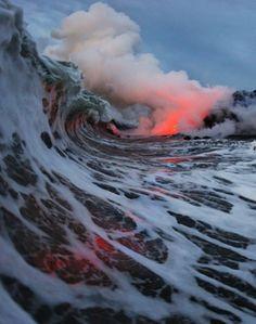 Quando a lava encontra as ondas...