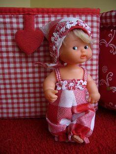 Gingham rompers for doll Antique Dolls, Vintage Dolls, Barbie, Kewpie, Gingham, Diy And Crafts, Nostalgia, Crochet Hats, Sewing